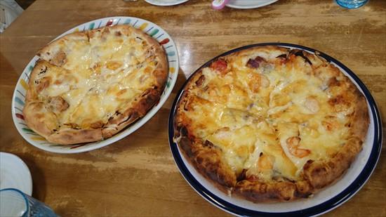 ツナコーンピザとエビベーコンピザ