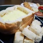チーズフォンデュ鍋がなければパンに入れればいいのよ