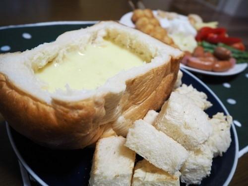 食パンでチーズフォンデュ