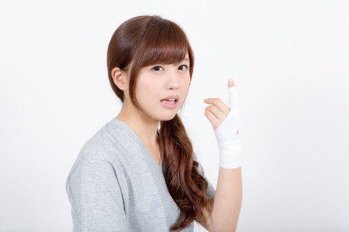 紙で指を切ると痛い
